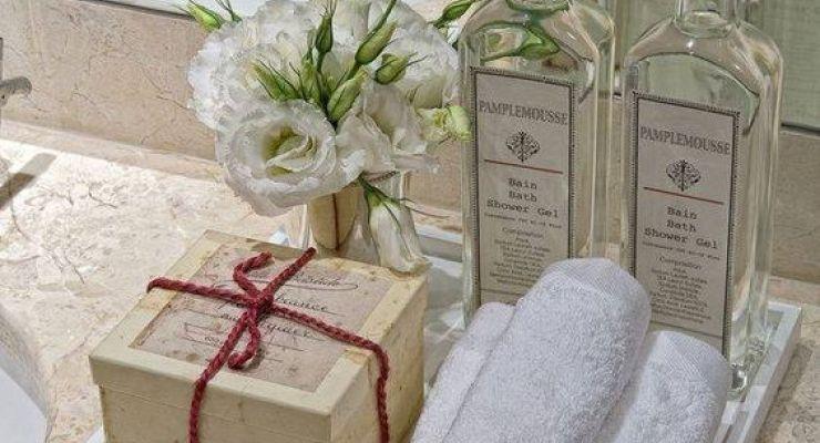 cheirinho bom! deixe sempre ervas e flores frescas perto das toalhas e produtos de higiene sobre a pia